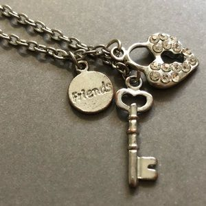 Jewelry - 16.5 inch silver friends necklace